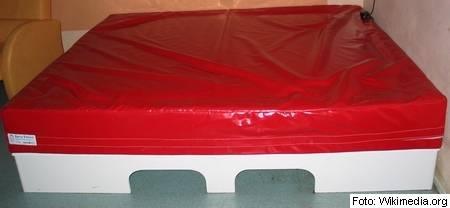 vodna postelja, plastika, spanec