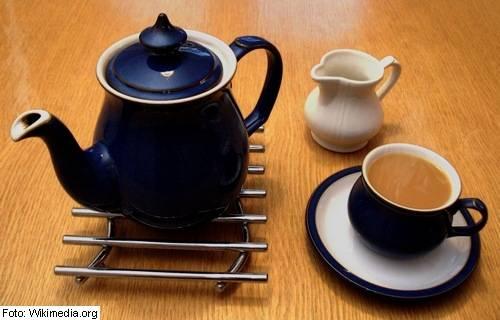 čajnik, skodelice za čaj